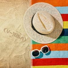 Jaj úgy élvezem én a strandot, főleg a pihe puha céges törölközőmön pihenve!